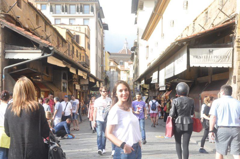 Ponte Vecchio köprüsü her daim kalabalık.