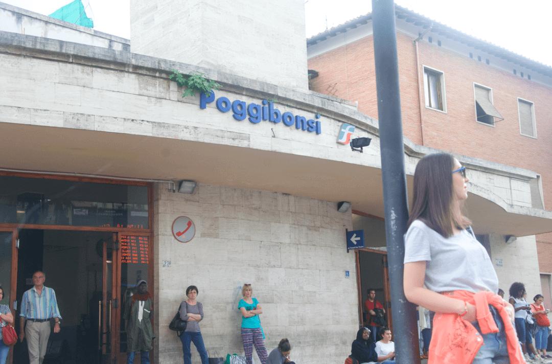 Floransa'dan San Gimignano'ya ulaşmak için önce Poggibonsi'den aktarma yapmalısınız.