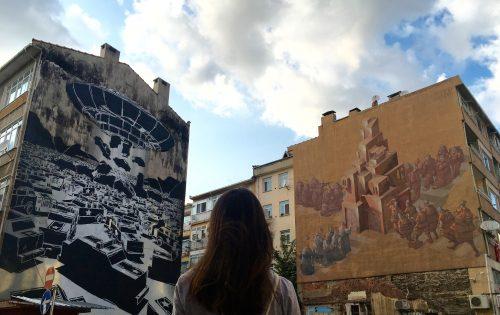 Kadıköy sokaklarında kaybolarak muralları keşfetmek oldukça keyifli