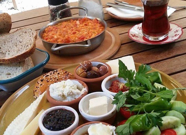Kahve6 son günlerde Cihangir'in popüler kahvaltı mekanlarıdan biri haline geldi.