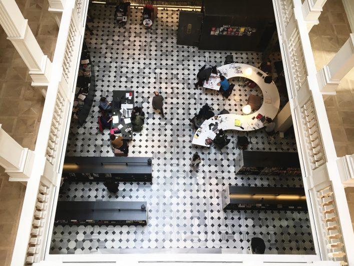 Salt Galata'nın kütüphanesi freelance çalışanlar ve öğrenciler için harika bir yer