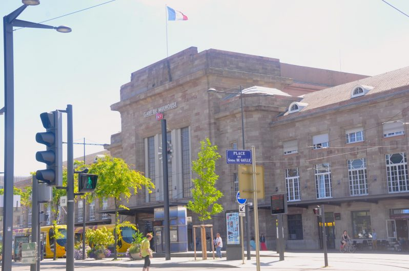 Mulhouse tren istasyonuna 1 ve 3 numaralı tramvaylarla ulaşabilirsiniz